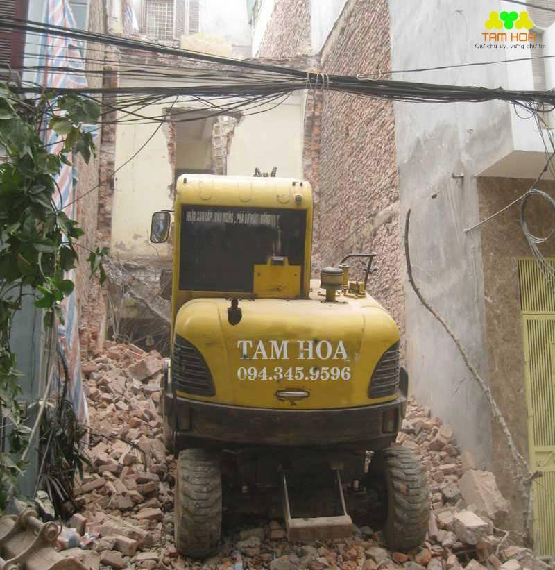Dỡ nhà bằng máy hiện đại giảm chi phí